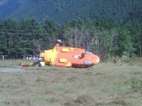 Вертолет упал с 10-метровой высоты