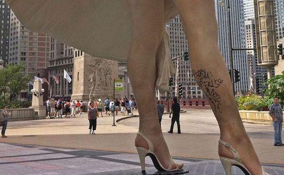 На ногу Мэрилин Монро неизвестные нанесли татуировку