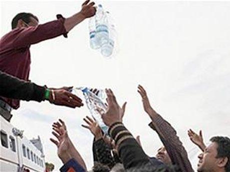 В Ливию везут воду
