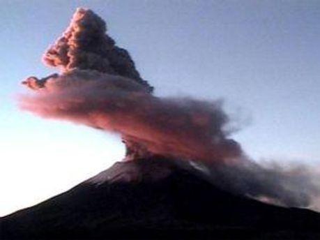 Вулкан Попокатепетль дал признаки