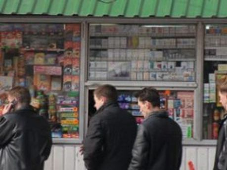 Продаж алкоголю та тютюну продаватимуть обмежено