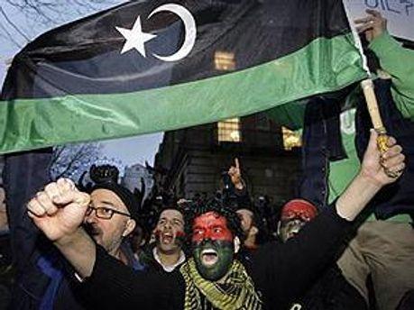 У Лівії триває протистояння між востанцями і прихильниками Каддафі
