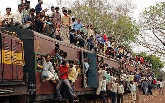 Власти Индии не хотят показывать как ездят на их поездах