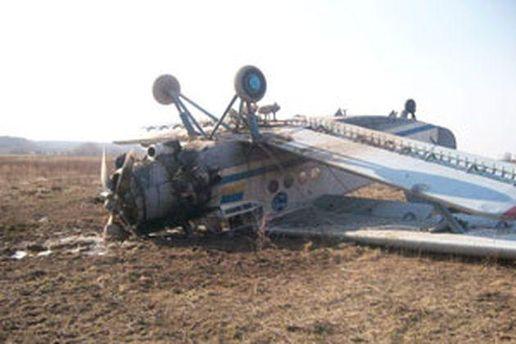 Літак АН-2 упав та загорівся.