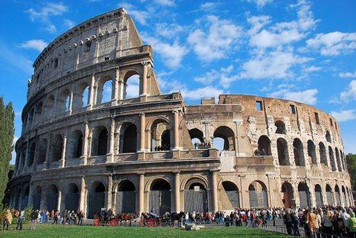Американский студент хотел отломить кусок мрамора от Колизея