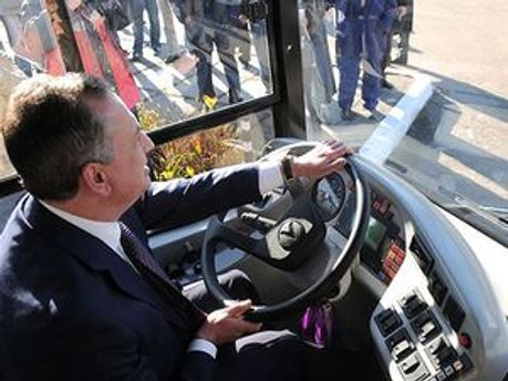 Колесников за рулем автобуса