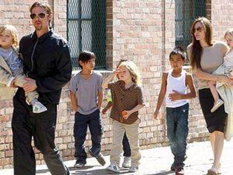 Діти Джолі навчатимуться у Лондоні