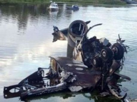 Рассматривают две версии крушения самолета
