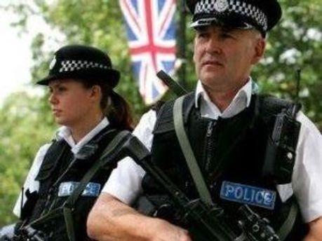 Молода британка допомогла поліції