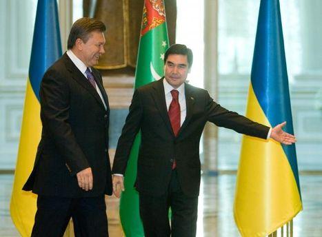 Янукович находится с визитом в Туркменистане