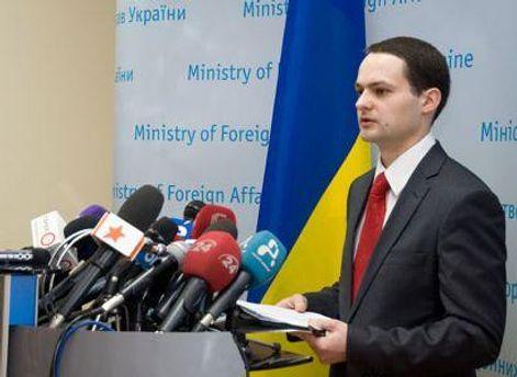 Пресс-секретарь МИД Александр Дикусаров называет слухами  угрозу уволить Грищенко