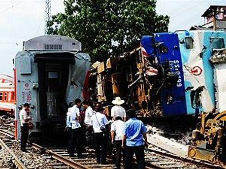 В Аргентине столкнулись автобус и два поезда
