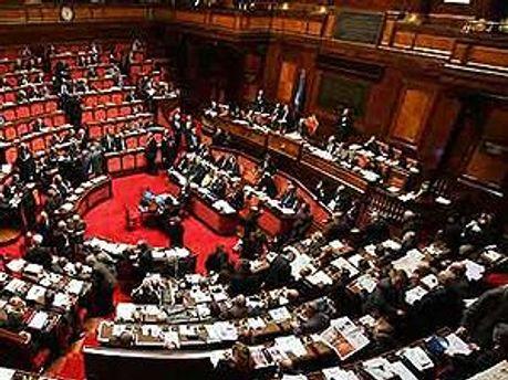 Сьогодні в італійському парламенті прийматимуть програму економії