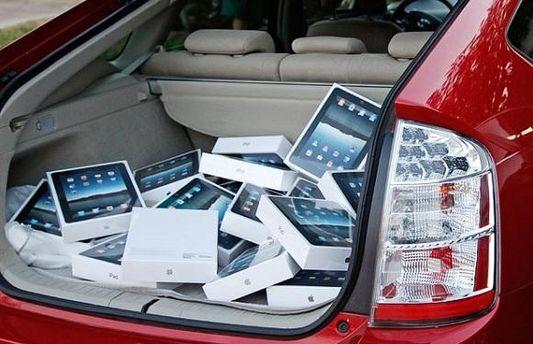 За минуту похитили более 60 планшетов iPad