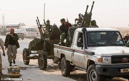 Повстанцы получили подкрепление с вооруженными пикапами