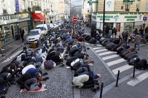 Отныне мусльманы не имеют права молиться на улицах Парижа