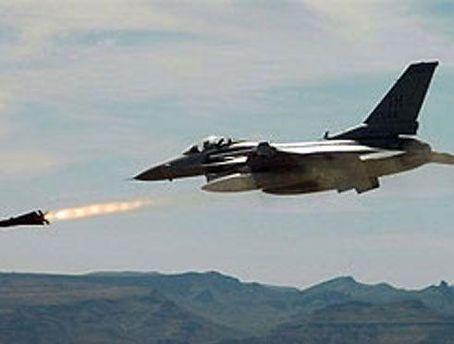 Войска НАТО наносят авиаудары по силам Каддафи
