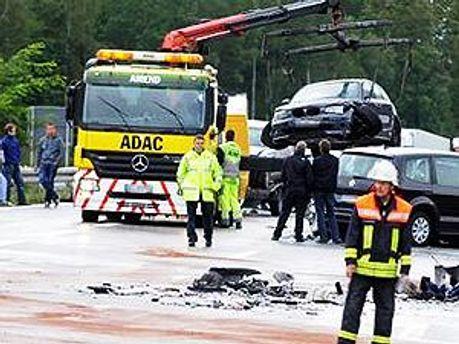 Понад 20 автомобілів зіткнулись на шосе
