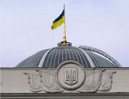Организаторы протестов заявляют, что у стен Верховной Рады уже более 10 тысяч человек