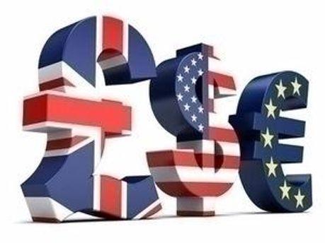 Доллар не изменился, евро вырос, рубль пошел вниз