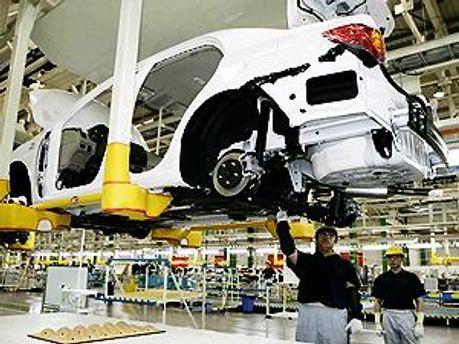 Заводи Toyota змушені простояти