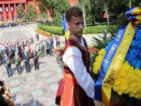 Галина Швыдка отсидела 10 суток за отрезанную ленту от венка Януковича