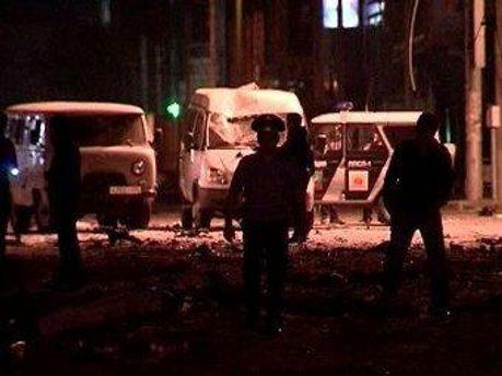 Второй взрыв прогремел, когда на место прибыли оперативники