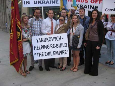 Представители украинской диаспоры протестуют против политики Януковича