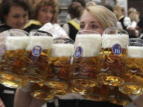 На Октоберфесте борются с недоливом пива