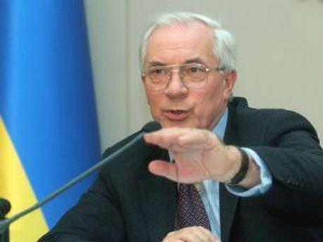Азаров поддерживает отказ от перехода на