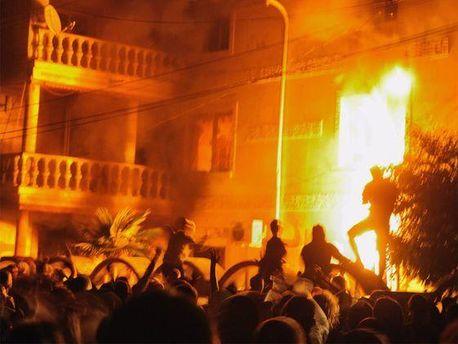 Протестувальники спалили кілька будинків Рашкова