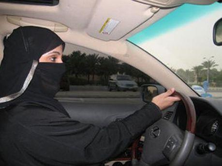 Женщины Саудовской Аравии хотят разрешения на вождение авто