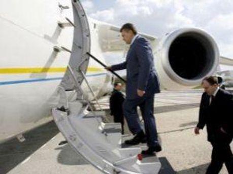 Янукович відлетить на саміт