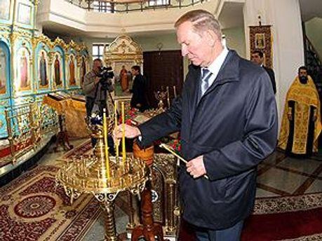 Леонид Кучма в церкви Параскевы Пятницы