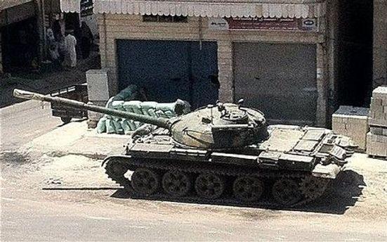 Влада Сирії ввела танки у Растан та інші опозиційні міста