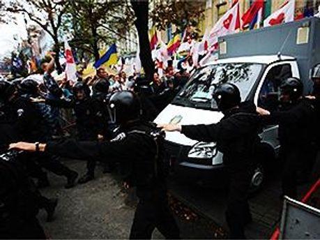 Тимошенко повезли в СИЗО