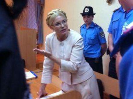 Юлия Тимошенко впервые встала, чтобы дать показания
