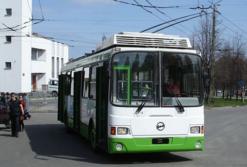 Водій тролейбуса не помітила дівчину