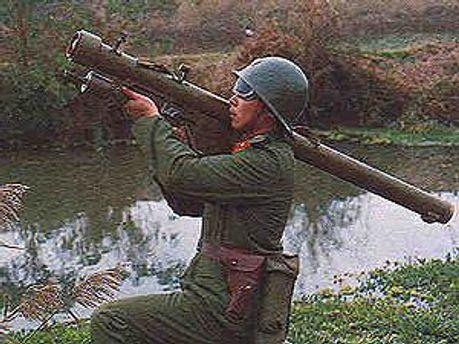 Солдат с ракетным комплексом