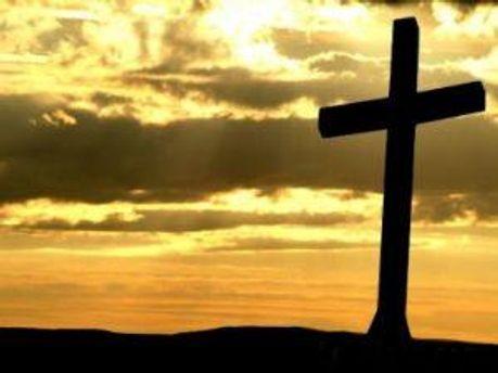 У 2001 на території будівництва освятили хрест