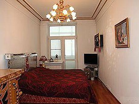 Одна з кімнат квартири