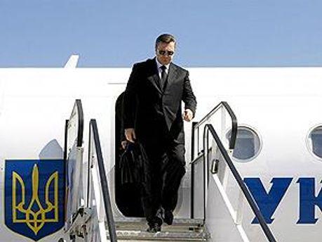 Януковичу довелось летіти на
