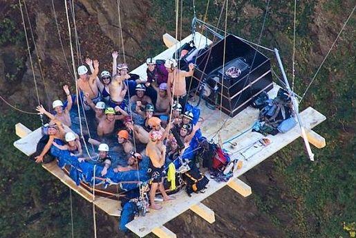 Контструкція з джакузі висіла на висоті 150 метрів