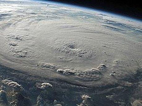 Поки що ураган не є загрозою