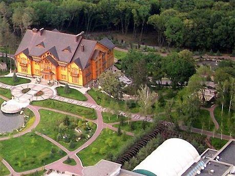 Резиденция занимает 136 гектаров