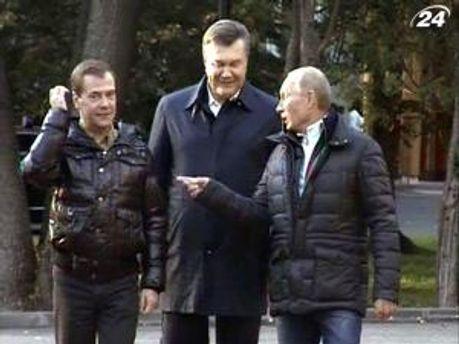 Виктор Янукович на встрече с Медведевым и Путиным