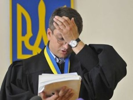 Суддя Родіон Кірєєв зачитує вирок Тимошенко