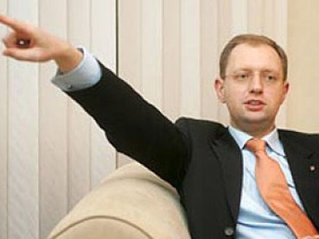 Партия Арсения Яценюка в течение месяца будет собирать подписи против Януковича