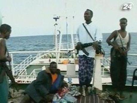Сомалийские пираты освободили одного украинца