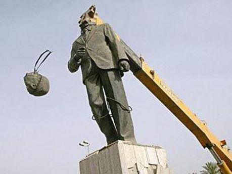 Демонтаж памятника Саддаму Хусейну в Багдаде